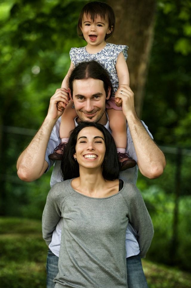 séance photo famille dans un parc a paris