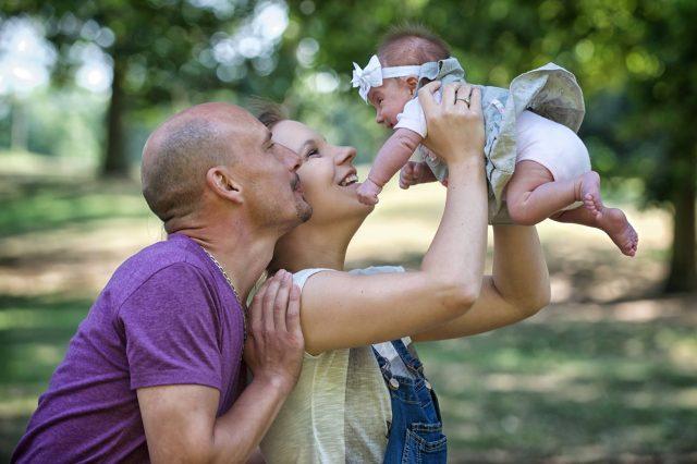 séance photo bébé en exterieur au parc de seaux